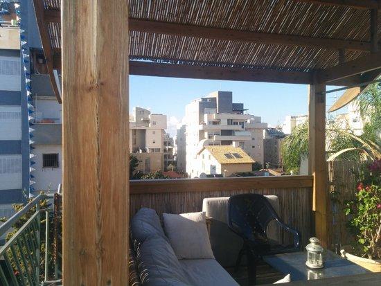 Dekel Guesthouse - Ramat Gan: rooftop's gazebo