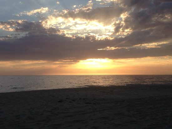 Todos Santos Inn : Sunset over the beach - just a short hop from the hotel