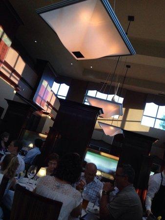 Ruth's Chris Steak House : Inside the dining hall