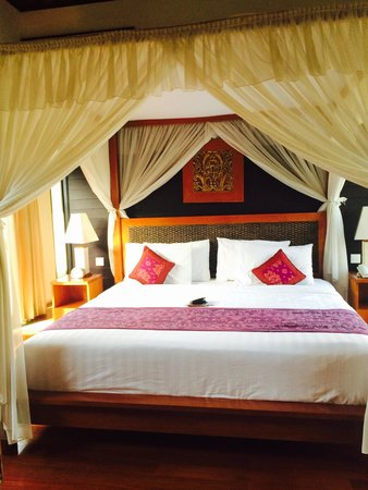The Sanyas Suite Seminyak: Comfy bed!!
