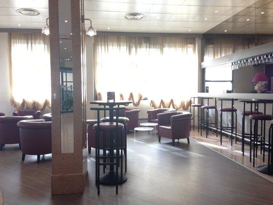 Hotel Apogia Nice: Bar / Lounge area