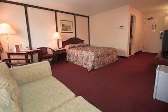 McIntosh Country Inn & Conference Centre: Spacious handi-room