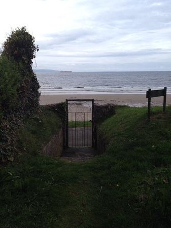 Invernairne Hotel: The beach
