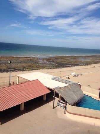 El Mirador Village Hotel: Pool area/ beach
