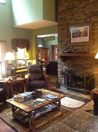 Long Mountain Lodge : beautiful common area