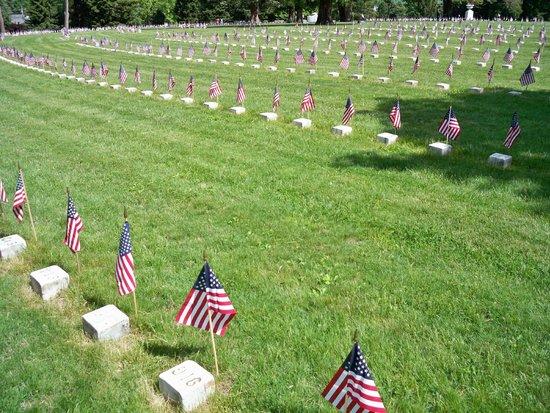 Gettysburg National Cemetery: Head stones