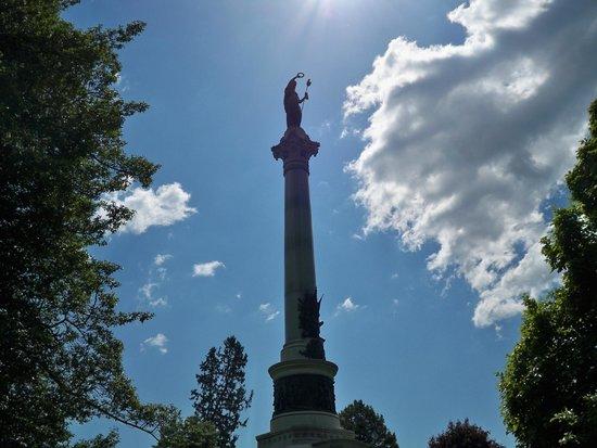 Gettysburg National Cemetery: Statue