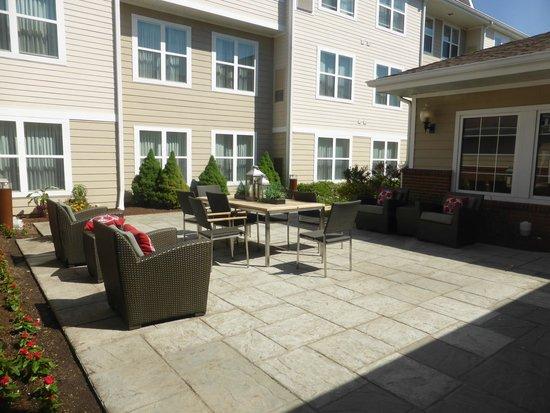 Residence Inn Philadelphia Montgomeryville: Patio