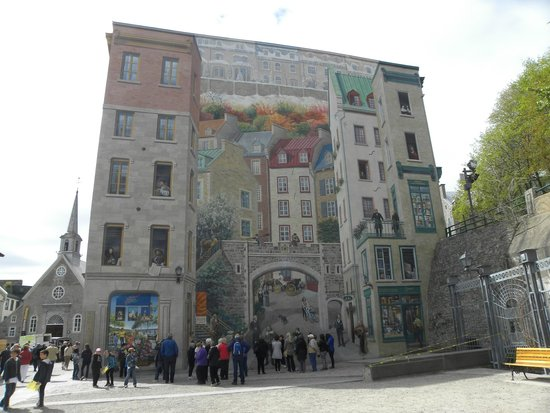 Murals on building in walled city picture of old quebec for Mural quebec city