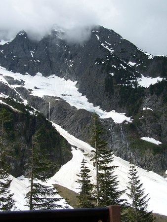 Cascade Pass: M gets her Driving merit Badge for bringing me here