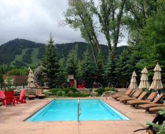 Rustic Inn Creekside Resort and Spa at Jackson Hole: heated pool/fire pit area