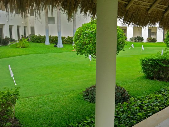 Secrets Silversands Riviera Cancun : putting green