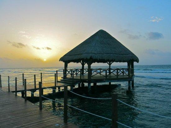Secrets Silversands Riviera Cancun : sunrise on the beach