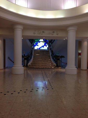Hotel La Solitude: grand stairs