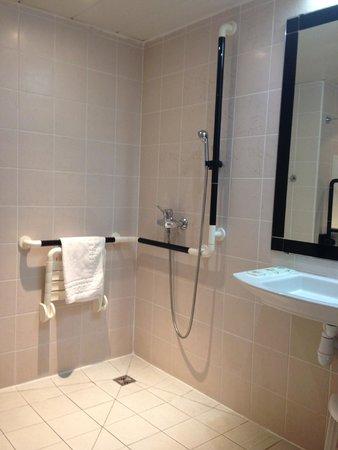 Hotel La Solitude: Room 667 - wheelchair room