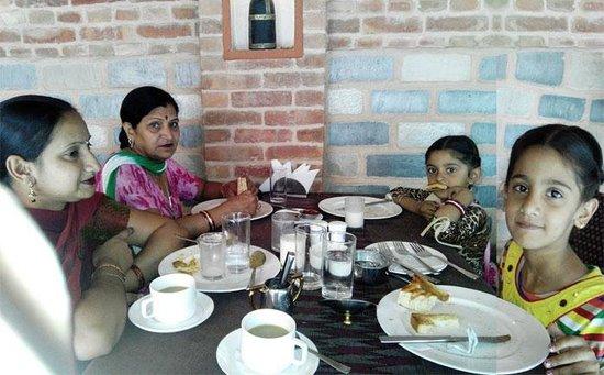 Hotel Manang Open Garden Restaurant