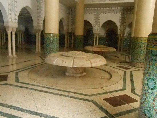 Mosquée Hassan II : Fontes no subsolo para asseio dos fiéis