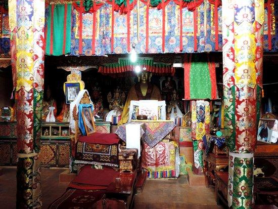 Rizong Monastery and Jelichun Nunnery : Inside the Thegchen chamber at the Rizong monastery