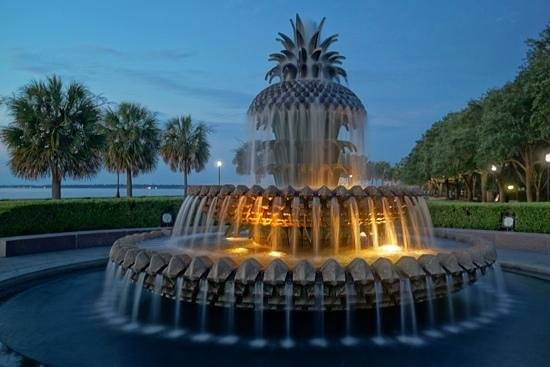 Riley Waterfront Park: Pineapple fountain in early morning
