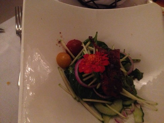 Hudson's on the Bend: Spinach salad