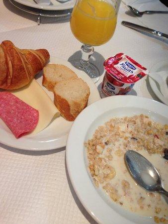 Hotel La Solitude: Breakfast