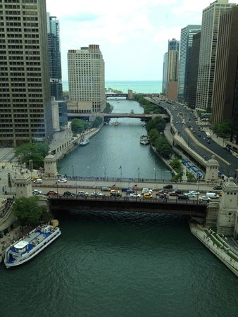 Trump International Hotel & Tower Chicago: Day view from our room