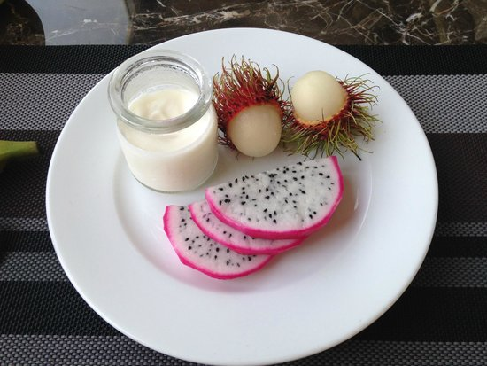 Hanoi Elegance Diamond Hotel : Fresh Yogurt and Exotic Fruit