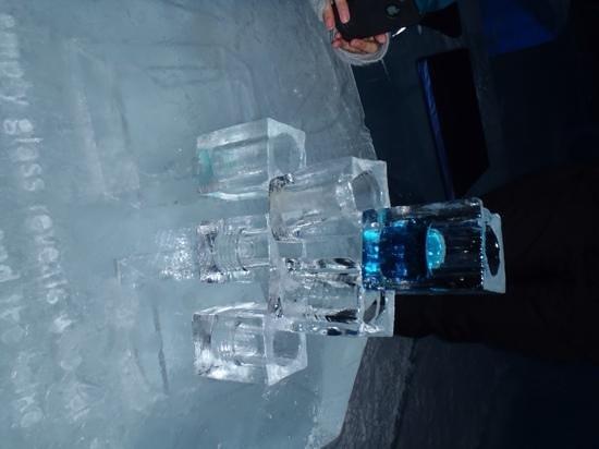 Icehotel: pilha de copos de gelo