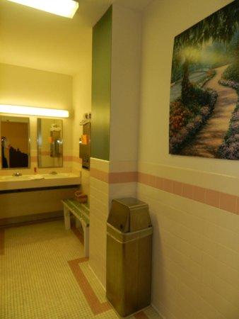 Hostel Buffalo-Niagara : bathroom