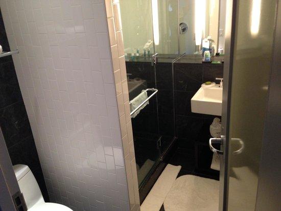 W Hoboken: Bath