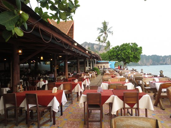 Centara Anda Dhevi Resort and Spa: Seafood Street restaurants