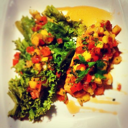 Ti Amo Ktm Pizzeria: Grill chicken breast served with mango salsa and salad ....