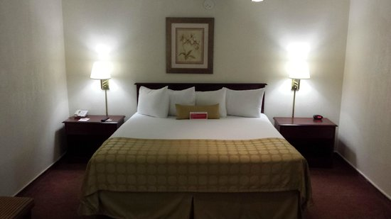 AmericInn by Wyndham Janesville: Updated Standard King Guest Room