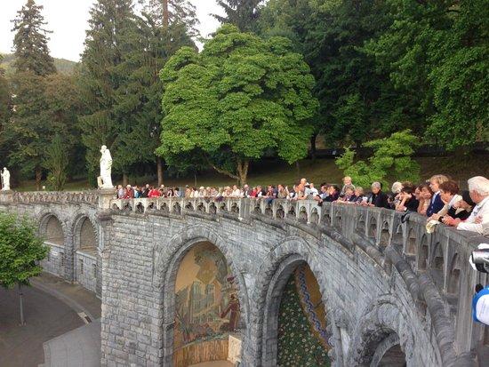 Sanctuaire Notre Dame de Lourdes : the candle light procession