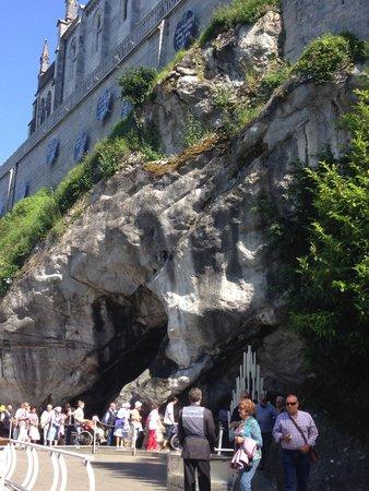 Sanctuaire Notre Dame de Lourdes : grotto