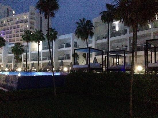 Hotel Riu Palace Peninsula : View of villas from Tobago bar