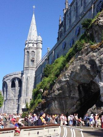 Sanctuaire Notre Dame de Lourdes : Sanctuary