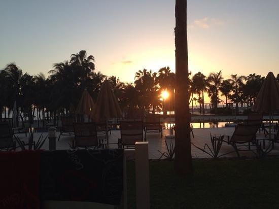 Hotel Riu Palace Peninsula : Sunrise view from our villa