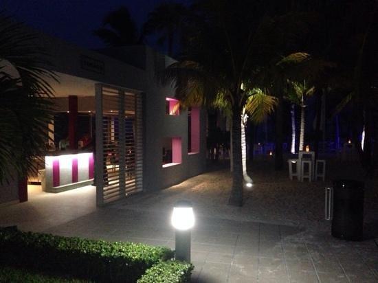 Hotel Riu Palace Peninsula : Tobago bar
