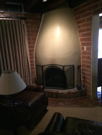 Tanque Verde Ranch: Working fireplace with wood provided.