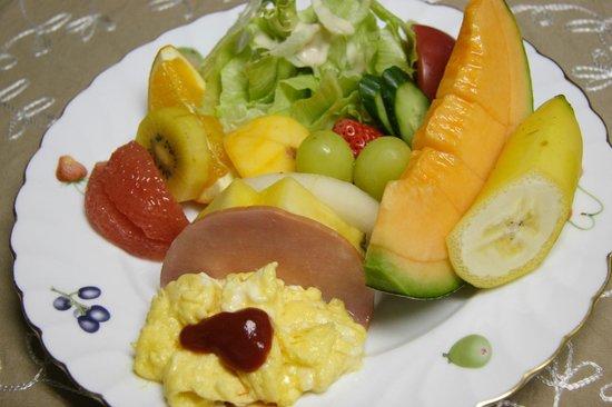 Pension Raccoon: 朝食のプレートの一例