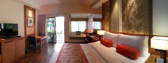 Outrigger Laguna Phuket Beach Resort: Big room