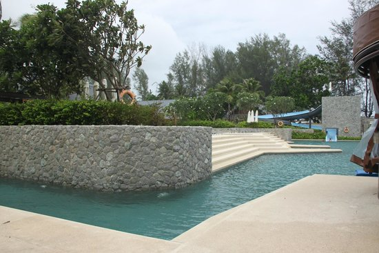 Outrigger Laguna Phuket Beach Resort: Pool with Water Slide