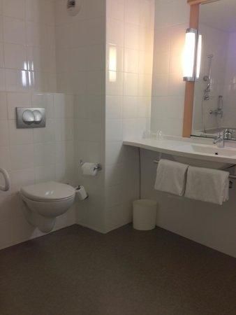 Ibis Bordeaux Centre Meriadeck : bathroom
