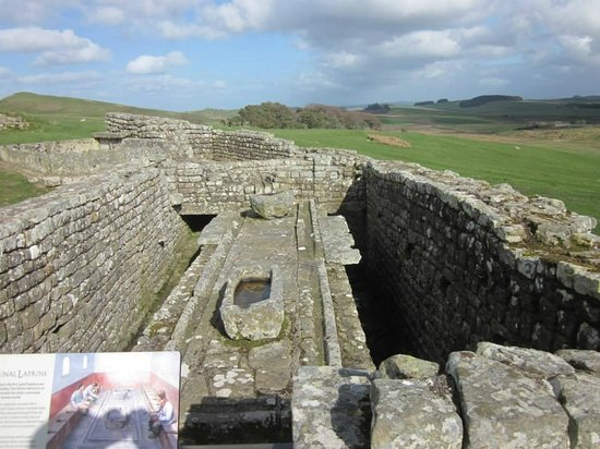 Heart of Scotland Tours: Remains of Latrines at Housteads