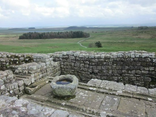 Heart of Scotland Tours: Roman latrines at Housteads Fort