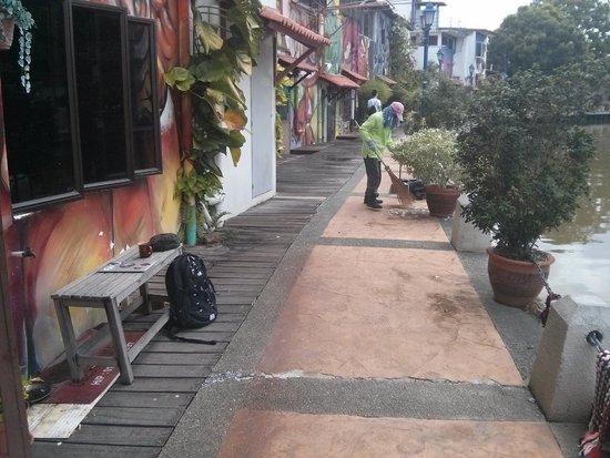 Oriental Riverside Residence Guest House: riverside