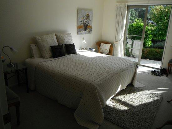 Flaxhaven Lodge: guest wing bedroom