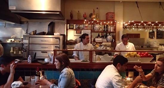 Nob Hill Cafe: homely ambience with open kitchen