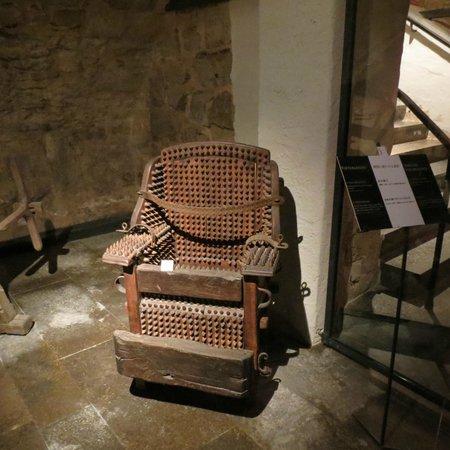 Mittelalterliches Kriminalmuseum: Sitting on nails